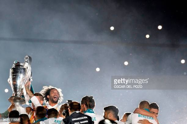 TOPSHOT Real Madrid's playrs celebrate at the Santiago Bernabeu stadium in Madrid on May 27 2018 during a victory ceremony after Real Madrid won its...