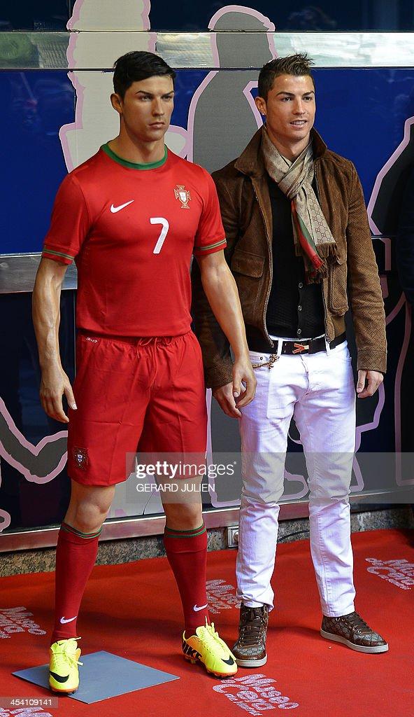 ¿Alguien interesado en ir a Museos de Cera para averiguar la estatura de famosos? Real-madrids-portuguese-forward-cristiano-ronaldo-poses-with-his-wax-picture-id454109141