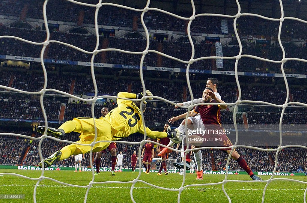 TOPSHOT-FBL-EUR-C1-REALMADRID-ROMA : News Photo