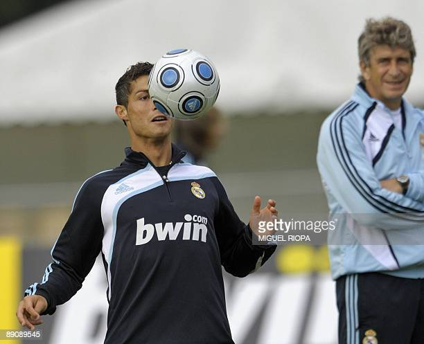 Real Madrid's Portuguese striker Cristiano Ronaldo juggle with the ball under the look of Chilean coach Manuel Pellegrini during their second...