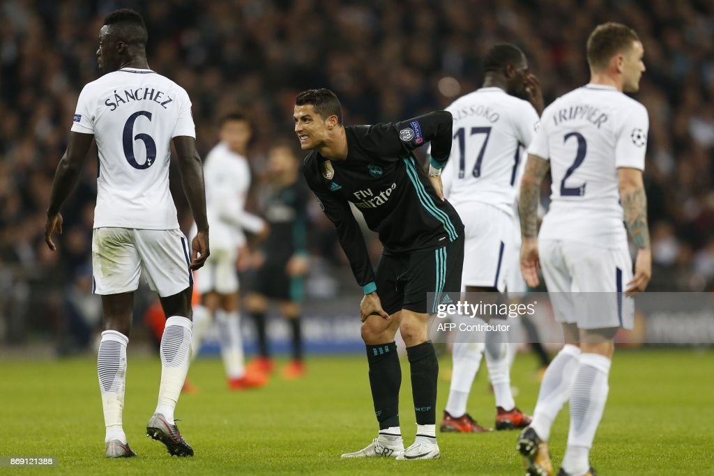 TOPSHOT - Real Madrid's Portuguese striker Cristiano Ronaldo reacts after missing a shot on goal during the UEFA Champions League Group H football match between Tottenham Hotspur and Real Madrid at Wembley Stadium in London, on November 1, 2017. / AFP PHOTO / IKIMAGES / Ian KINGTON