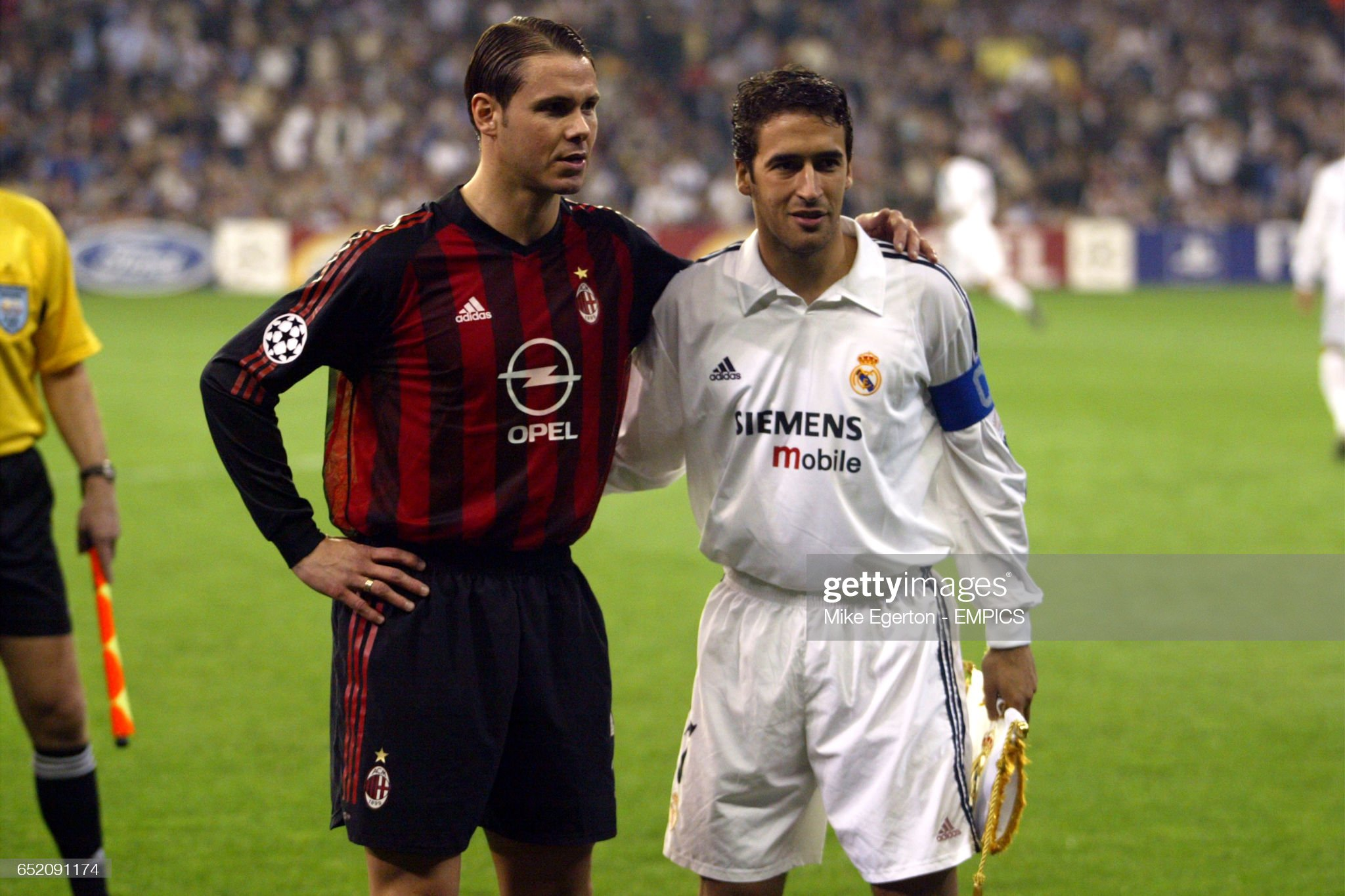 ¿Cuánto mide Fernando Redondo? - Altura - Real height Real-madrids-raul-and-ac-milans-fernando-redondo-before-kick-off-picture-id652091174?s=2048x2048