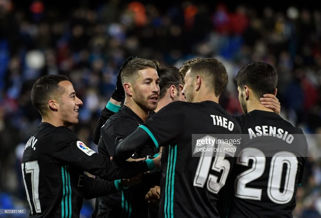 Real Madrid's Spanish defender Sergio Ramos (C) celebrates with teammates after scoring during the Spanish league football match Club Deportivo Leganes SAD against Real Madrid CF at the Estadio Municipal Butarque in Leganes on the outskirts of Madrid on February 21, 2018. /