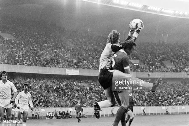 Real Madrid's Spanish goalkeeper Agustin catches the ball during the European Cup final football match between Liverpool and Real Madrid at the Parc...