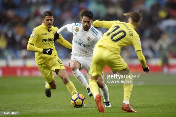Real Madrid's Spanish midfielder Isco challenges Villarreal's Spanish midfielder Samuel Castillejo Azuaga and Villarreal's Spanish midfielder Pablo...