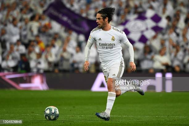 Real Madrid's Spanish midfielder Isco runs with the ball during the Spanish League football match between Real Madrid and Barcelona at the Santiago...
