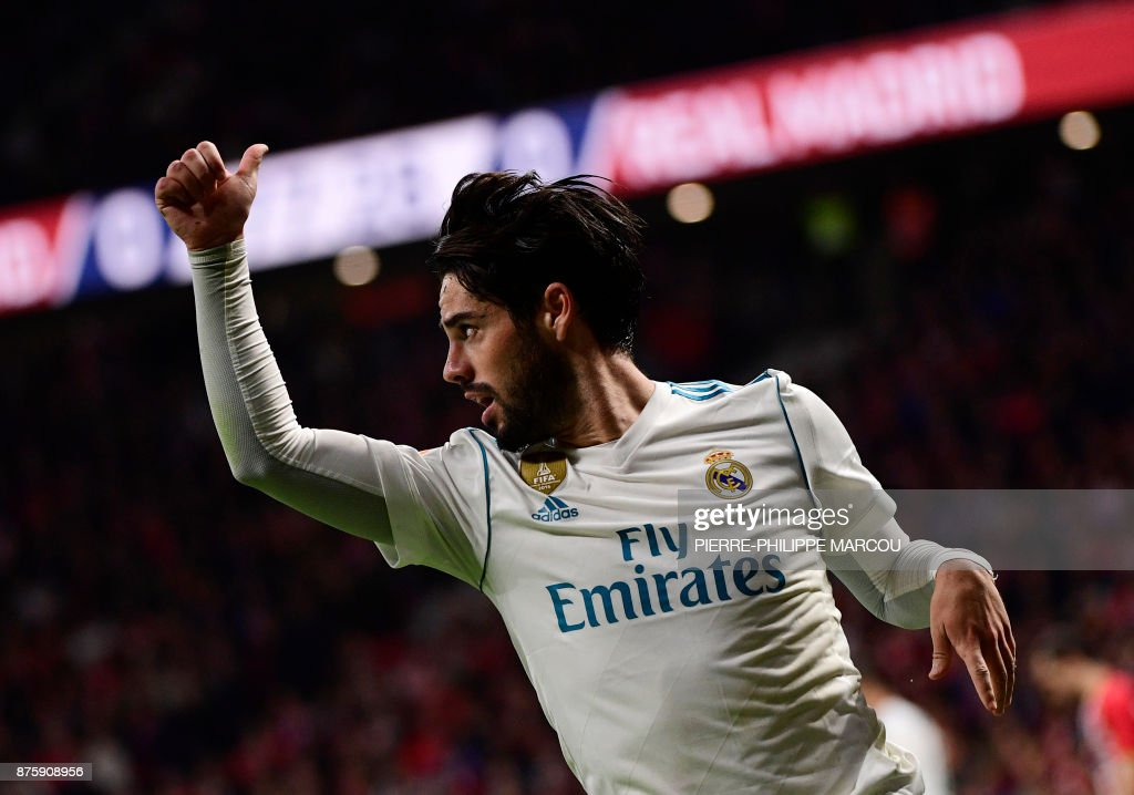 Real Madrid's Spanish midfielder Isco thumbs up during the Spanish league football match Atletico Madrid vs Real Madrid at the Wanda Metropolitan stadium in Madrid on November 18, 2017. /