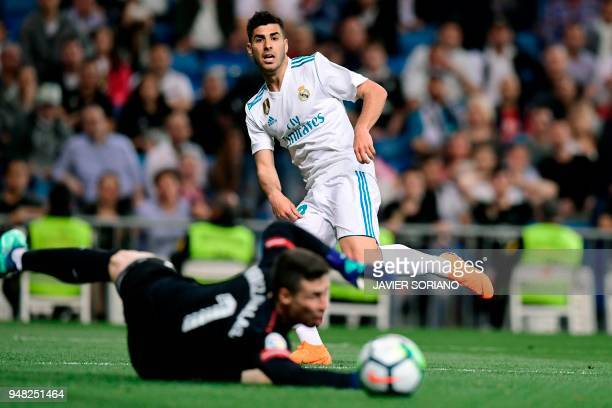 Real Madrid's Spanish midfielder Marco Asensio vies with Athletic Bilbao's Spanish goalkeeper Kepa Arrizabalaga Revuelta during the Spanish league...