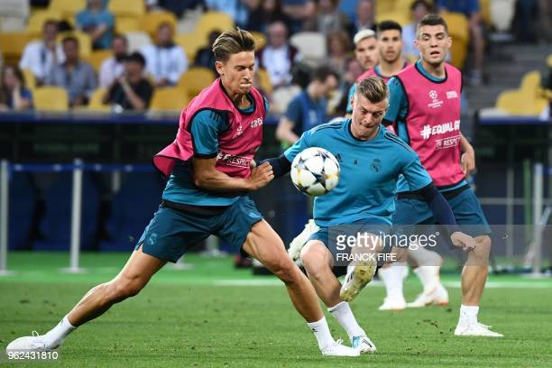 Real Madrid's Spanish miedfieder Marcos Llorente and Real Madrid's German midfielder Toni Kroos take part in a Real Madrid team training session at...