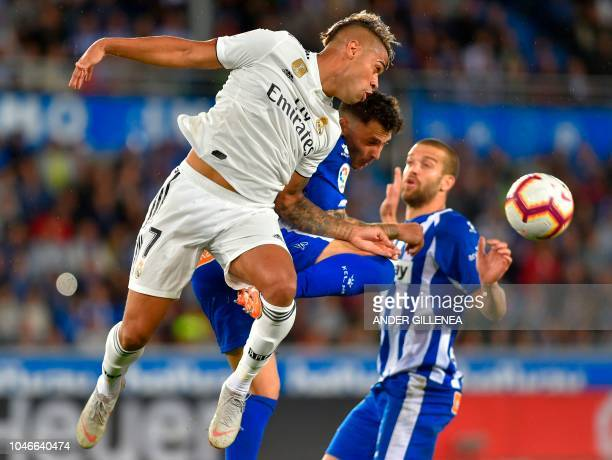 Real Madrid's SpanishDominican forward Mariano vies with Alaves' Spanish defender Ximo Navarro during the Spanish league football match between...