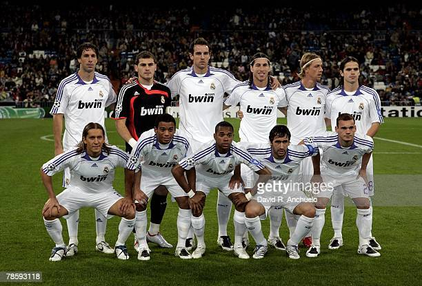 Real Madrid's starting lineup before the Champions League match between Real Madrid and Olympiakos at the Santiago Bernabeu stadium on October 24...
