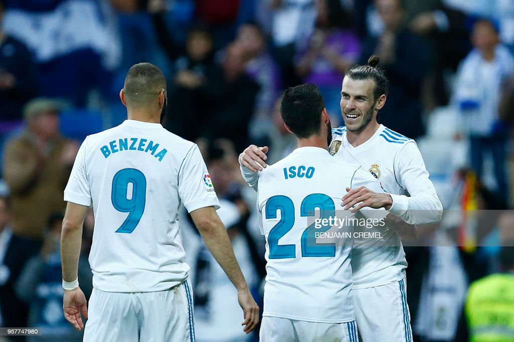 TOPSHOT - Real Madrid's Welsh forward Gareth Bale (R) celebrates goal during the Spanish league football match between Real Madrid and Celta Vigo at the Santiago Bernabeu Stadium in Madrid on May 12, 2018.
