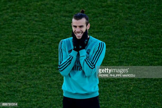 Real Madrid's Welsh forward Gareth Bale gestures during a training session in Madrid on December 30 2017 / AFP PHOTO / PIERREPHILIPPE MARCOU