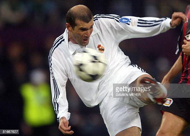 Real Madrid's Zinedine Zidane shoots to score the second goal during the Champions League final opposing Real Madrid to Bayern Leverkusen 15 May 2002...