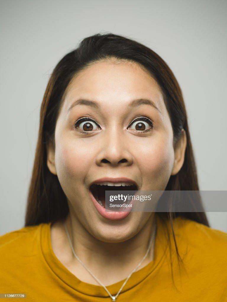 Vera giovane donna malese con espressione sorpresa : Foto stock