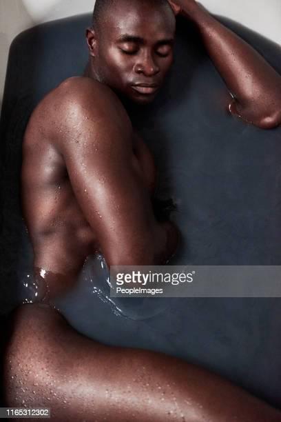 los hombres de verdad se bañan - negra desnuda fotografías e imágenes de stock