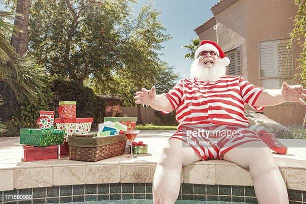 Real Santa Lachen am Pool im Sommer