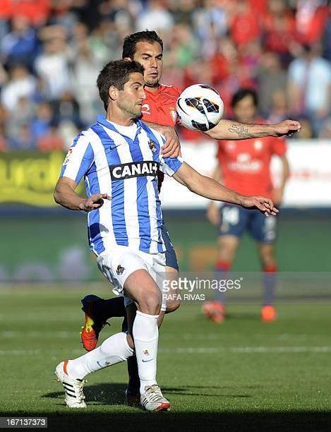 Real Sociedad's midfielder Markel Bergara vies with Osasuna's Argentinian midfielder Emiliano Armenteros during the Spanish league football match CA...