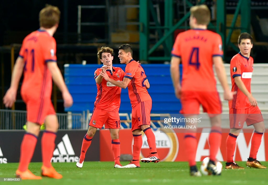 Real Sociedad's Spanish defender Alvaro Odriozola (2L) celebrates a goal with Real Sociedad's Mexican defender Hector Moreno (3R) during the UEFA Europa League first leg round of 32 football match between Real Sociedad and FC Salzburg at the Anoeta stadium in San Sebastian on February 15, 2018. /