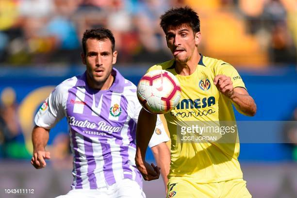 Real Valladolid's Spanish defender Kiko Olivas vies with Villarreal's Spanish Forward Gerard Moreno during the Spanish league football match...