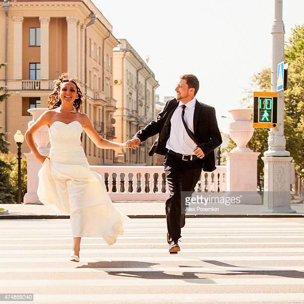 Real wedding: bride and groom run across the street