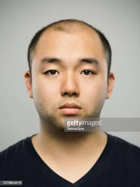 空白式と本当の若い大人の中国人男性 - ヘアロス ストックフォトと画像