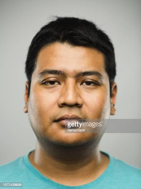 véritable jeune homme indien avec une expression vide - chubby arab photos et images de collection