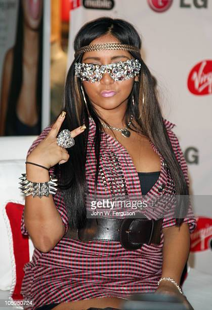 "Reality TV personality Nicole Snooki Polizzi attends the ""Snooki"" rumors challenge>> at Westfield Garden State Plaza Mall on October 23, 2010 in..."