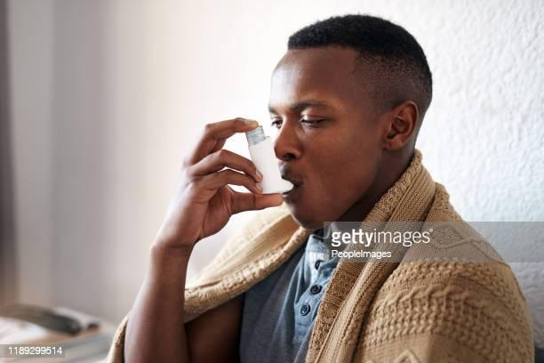 i really need my asthma pump - bomba para asma imagens e fotografias de stock