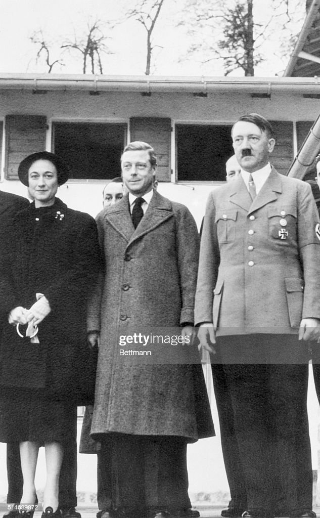 Adolf Hitler with Duke and Duchess of Windsor : News Photo