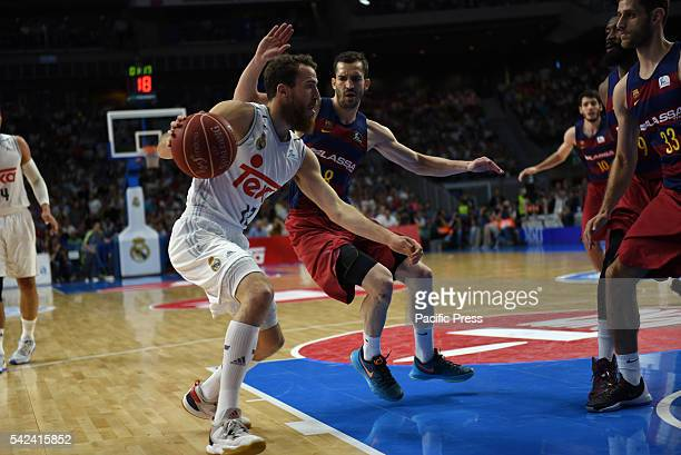 Real's Sergio Rodríguez drives during the four game of the final of basketball ACB league between Real Madrid and Barcelona