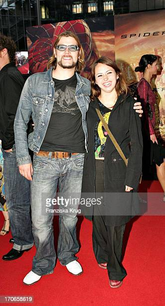 Reamonn Sänger Rea Garvey Und Freundin Josephine Bei Der Europapremiere Zum Film Spiderman 2 Im Cinestar Am Potsdamer Platz In Berlin Am 060704