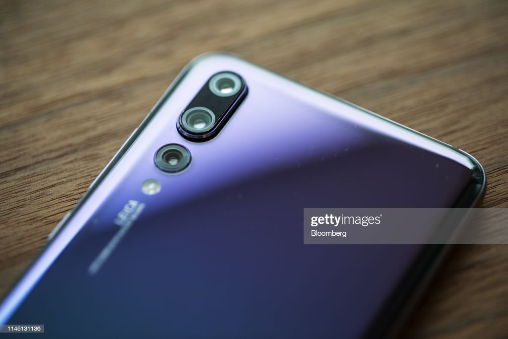 HKG: Huawei Smartphone As Top U.S. Tech Companies Begin to Cut Off Vital Huawei Supplies