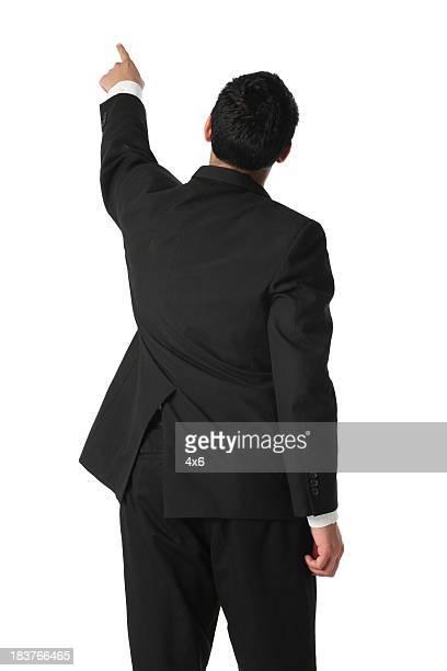 背面ビューを指しているビジネスマン