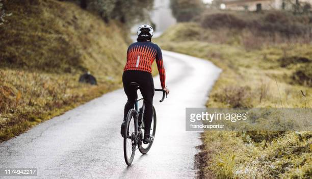 rear view of a cyclist in the countryside - cycling stock pictures, royalty-free photos & images
