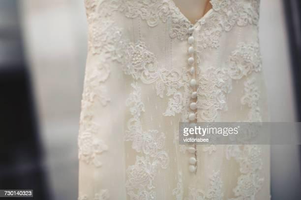 rear view of a wedding dress - haute couture photos et images de collection