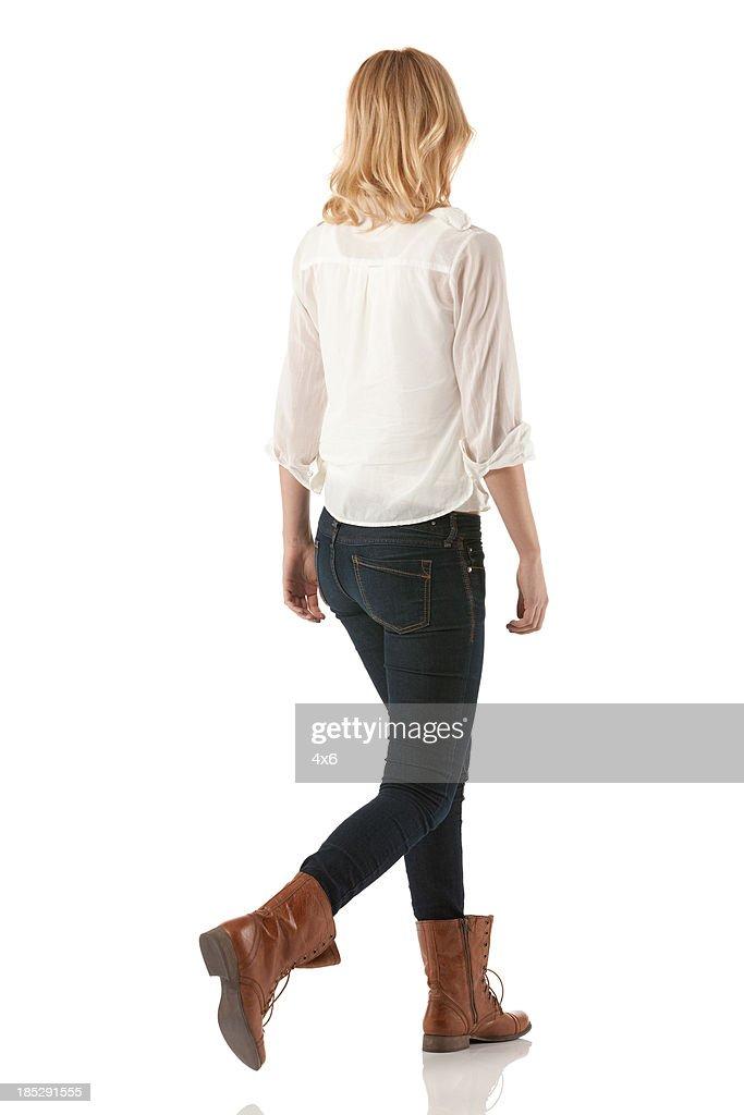 Rückansicht einer Frau zu Fuß : Stock-Foto