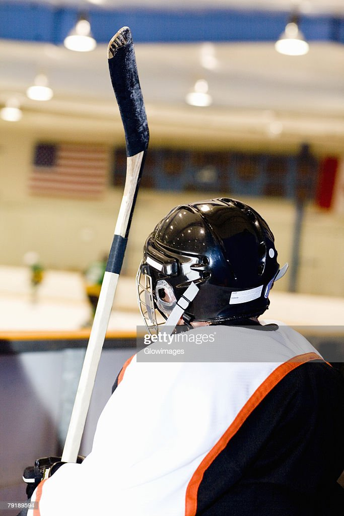 Rear view of an ice hockey player near an ice rink : Foto de stock