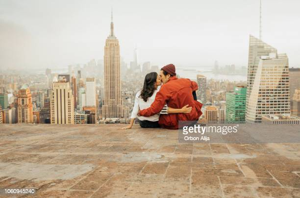 rear view of couple embracing in new york - cidade de nova iorque imagens e fotografias de stock