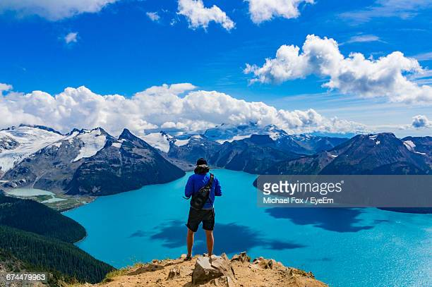 rear view of man standing on panorama ridge overlooking garibaldi lake in garibaldi provincial park - garibaldi park stock pictures, royalty-free photos & images