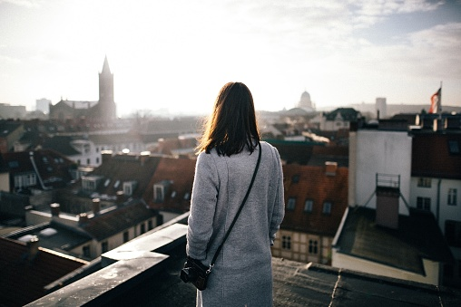 Rear View Of Mid Adult Woman Standing By Cityscape Against Sky - gettyimageskorea