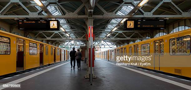 rear view of people on railroad station - plataforma de estação de trem - fotografias e filmes do acervo