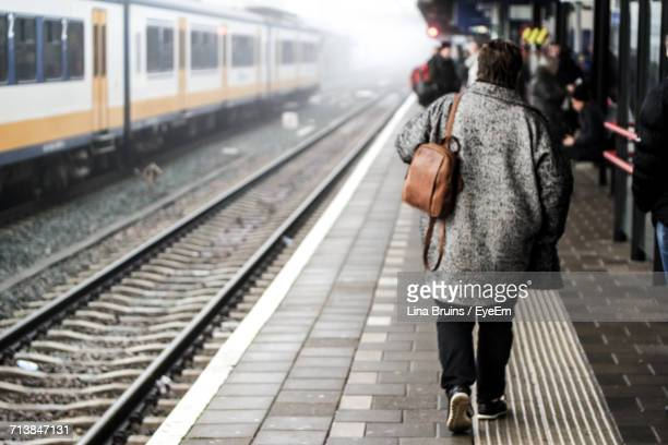 rear view of person walking at railroad station - hollande méridionale photos et images de collection