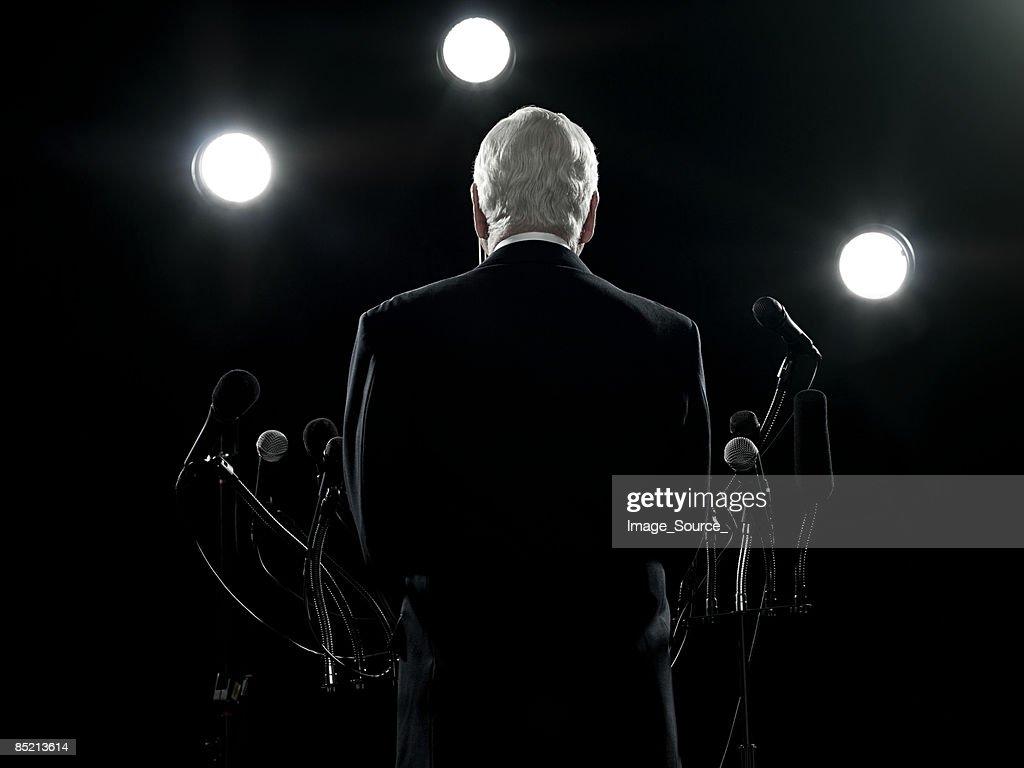 Vista traseira de político : Foto de stock