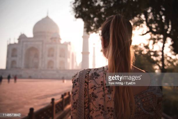 rear view of woman looking at taj mahal - traditional clothing stock pictures, royalty-free photos & images