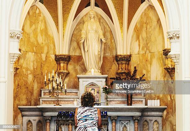 rear view of woman praying in church - marie vincent photos et images de collection