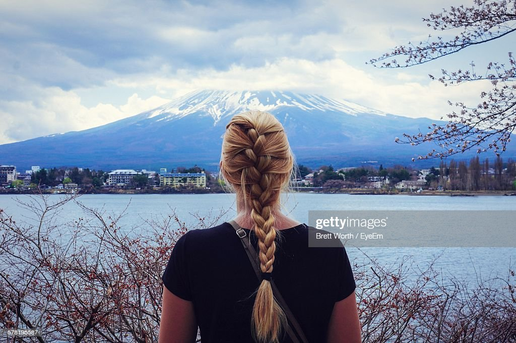Rear View Of Woman With Braided Blond Hair In Front Of Mount Fuji And River : ストックフォト
