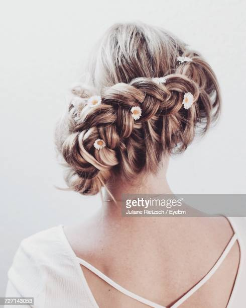 rear view of womans braided hair against white background - coque cabelo para cima - fotografias e filmes do acervo