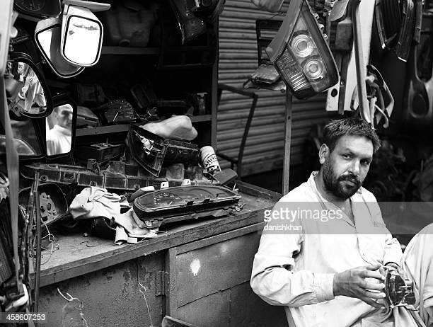 Rearview espejos Kiosk en Karachi Shershah Kabari Bazaar (Scrapy