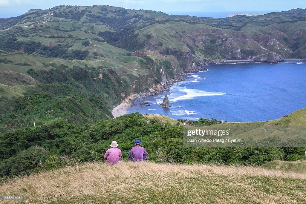 Rear-View Of Friends Looking At Sea : Foto stock